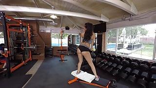 Naughty America VR – Sofi Ryan big booty fucking in the gym!